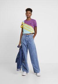 adidas Originals - TEE - T-shirt imprimé - rich mauve - 1