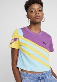 adidas Originals - TEE - T-shirt imprimé - rich mauve - 4