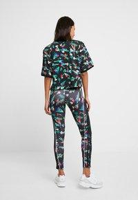 adidas Originals - TEE - T-shirts med print - multicolor - 2