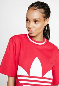 adidas Originals - BELLISTA TREFOIL CROPPED GRAPHIC TEE - T-shirt imprimé - energy pink - 4