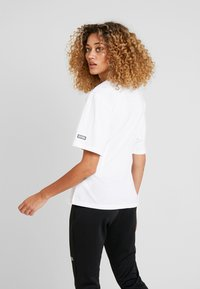 adidas Originals - TEE - T-shirt med print - white - 2