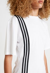 adidas Originals - TEE - T-shirt med print - white - 4