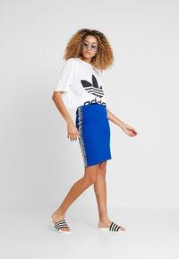 adidas Originals - CUT OUT TEE - Camiseta estampada - white - 1