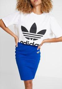 adidas Originals - CUT OUT TEE - Camiseta estampada - white - 3