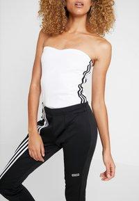 adidas Originals - BANDEAU - Topper - white - 3