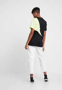 adidas Originals - COLOUR BLOCKING DESIGN BOYFRIEND TEE - T-shirts med print - black - 2