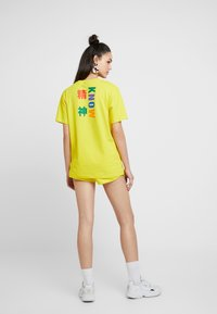 adidas Originals - PHARRELL WILLIAMS 3 STRIPES GRAPHIC TEE - T-shirts med print - yellow - 2