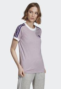 adidas Originals - STRIPES T-SHIRT - T-shirts med print - purple - 2