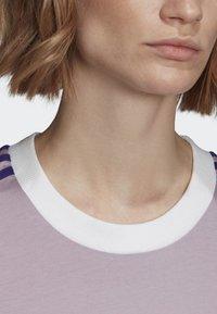 adidas Originals - STRIPES T-SHIRT - T-shirts med print - purple - 4