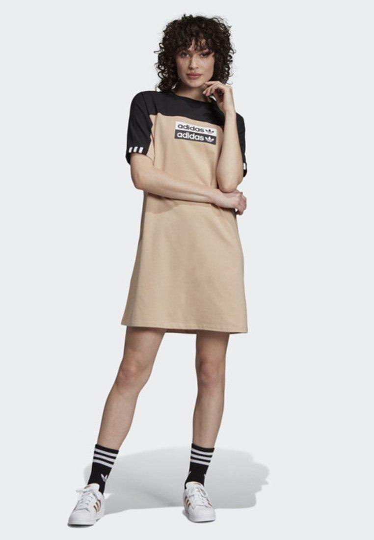 adidas Originals - TEE DRESS - Vestito di maglina - beige