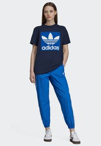 adidas Originals - BOYFRIEND LONG-SLEEVE TOP - T-shirts med print - blue - 1