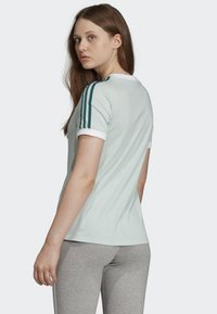 adidas Originals - 3-STRIPES T-SHIRT - T-shirts med print - green - 1