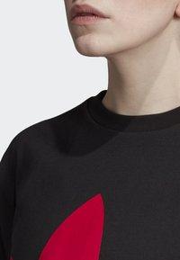 adidas Originals - CROPPED T-SHIRT - T-shirt con stampa - black - 3