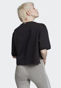 adidas Originals - CROPPED T-SHIRT - T-shirt con stampa - black - 1