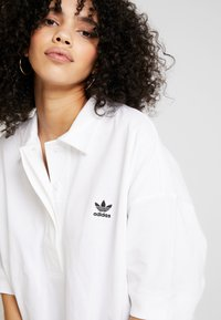 adidas Originals - OVERSIZED - Polo shirt - white/black - 4