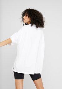 adidas Originals - OVERSIZED - Polo shirt - white/black - 2