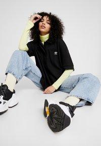 adidas Originals - OVERSIZED - Piké - black/white - 1