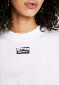 adidas Originals - TEE - T-shirt med print - white - 5