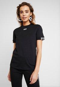 adidas Originals - TEE - T-shirt con stampa - black - 0