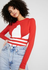 adidas Originals - LOGO BODY - Topper langermet - lush red/white - 3