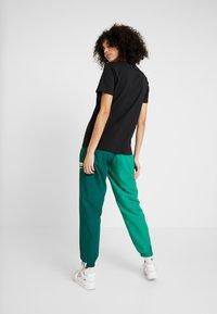 adidas Originals - TREFOIL TEE - T-shirts med print - black/white - 2