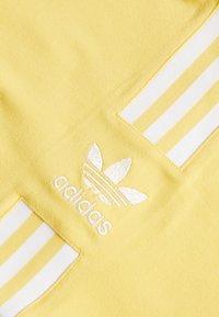 adidas Originals - 3STRIPES ADICOLOR TUBE - Top - core yellow/white - 2