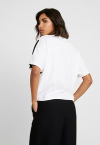 adidas Originals - LOGO TEE - T-shirt print - white/black