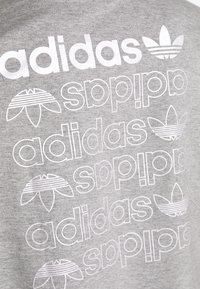 adidas Originals - LOGO TEE - T-shirt con stampa - grey/white - 5