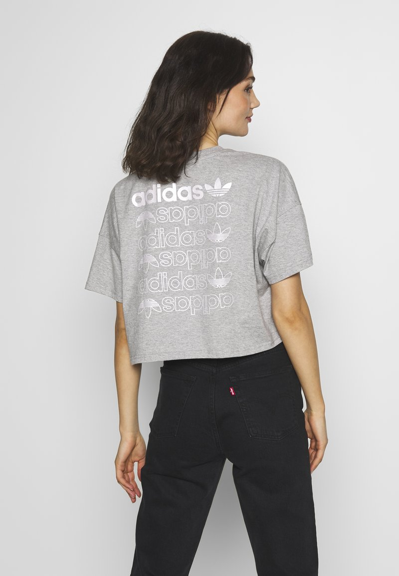 adidas Originals - LOGO TEE - T-shirt con stampa - grey/white