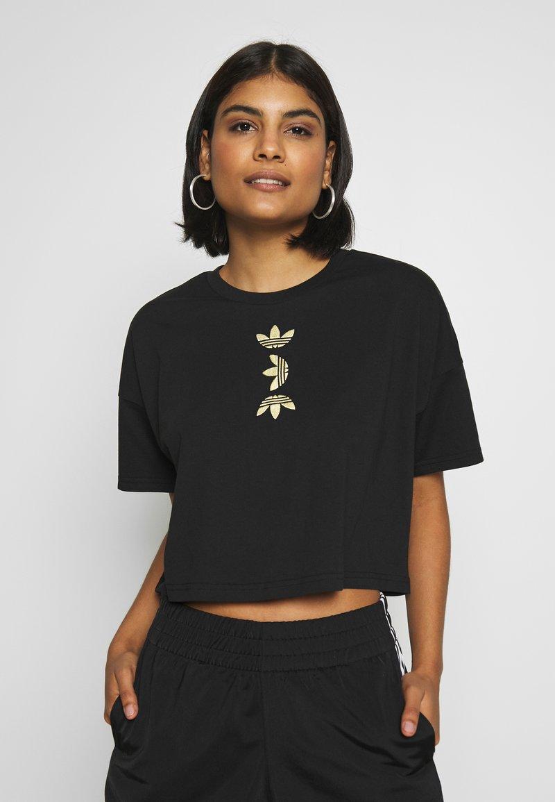 adidas Originals - LOGO TEE - T-shirt con stampa - black/gold