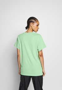 adidas Originals - T-shirt print - prism mint/white - 2