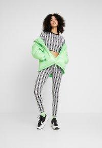adidas Originals - CROP LONGSLEEVE - Longsleeve - black/white - 1