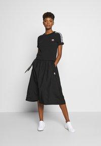 adidas Originals - TREFOIL SHORT SLEEVE TEE - T-shirts med print - black - 1