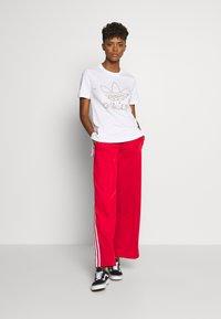 adidas Originals - TEE - T-shirt print - white - 1