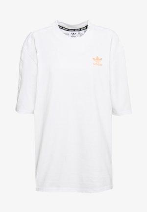GIRLS ARE AWESOME SHORT SLEEVE TEE - T-shirt z nadrukiem - white