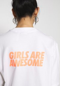 adidas Originals - GIRLS ARE AWESOME SHORT SLEEVE TEE - Print T-shirt - white - 3