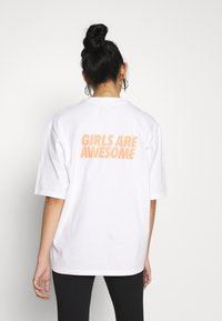 adidas Originals - GIRLS ARE AWESOME SHORT SLEEVE TEE - Print T-shirt - white - 2