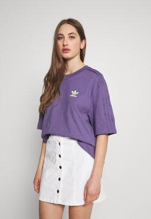 T-shirt med print - tech purple