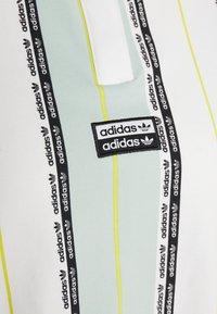 adidas Originals - Poloskjorter - white/green tint - 2