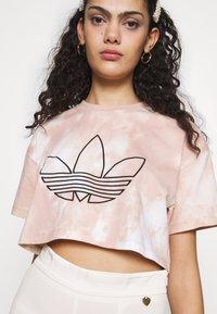 adidas Originals - CROP - Print T-shirt - multicolor - 4