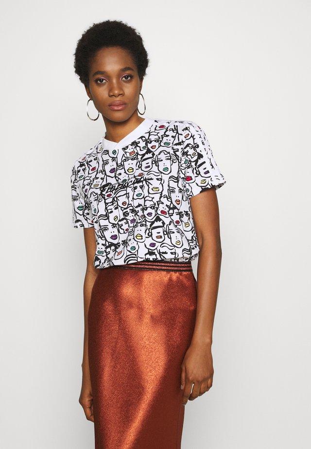 TEE - T-shirt z nadrukiem - multicolor
