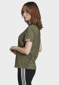 adidas Originals - T-SHIRT - Print T-shirt - green - 2