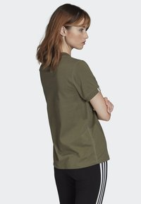 adidas Originals - T-SHIRT - Print T-shirt - green - 1