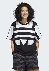 adidas Originals - LARGE LOGO T-SHIRT - T-shirt print - black - 0