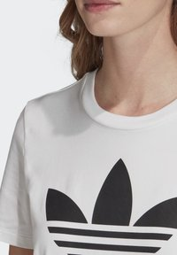 adidas Originals - T-shirt con stampa - white - 4
