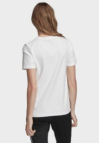 adidas Originals - T-shirts med print - white - 1