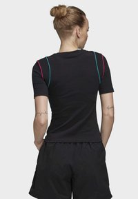 adidas Originals - SLIM T-SHIRT - T-shirt con stampa - black - 1