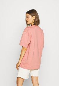 adidas Originals - Triko spotiskem - ash pink - 2