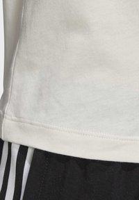 adidas Originals - T-SHIRT - T-shirt z nadrukiem - white - 5