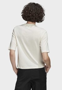 adidas Originals - T-SHIRT - T-shirt z nadrukiem - white - 1